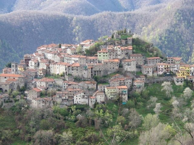 Montefegatesi the highest of the bagni di lucca villages - Bagno di lucca ...