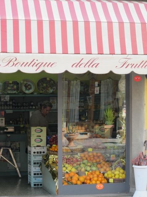 20121011-062622.jpg Patrizia La Villa