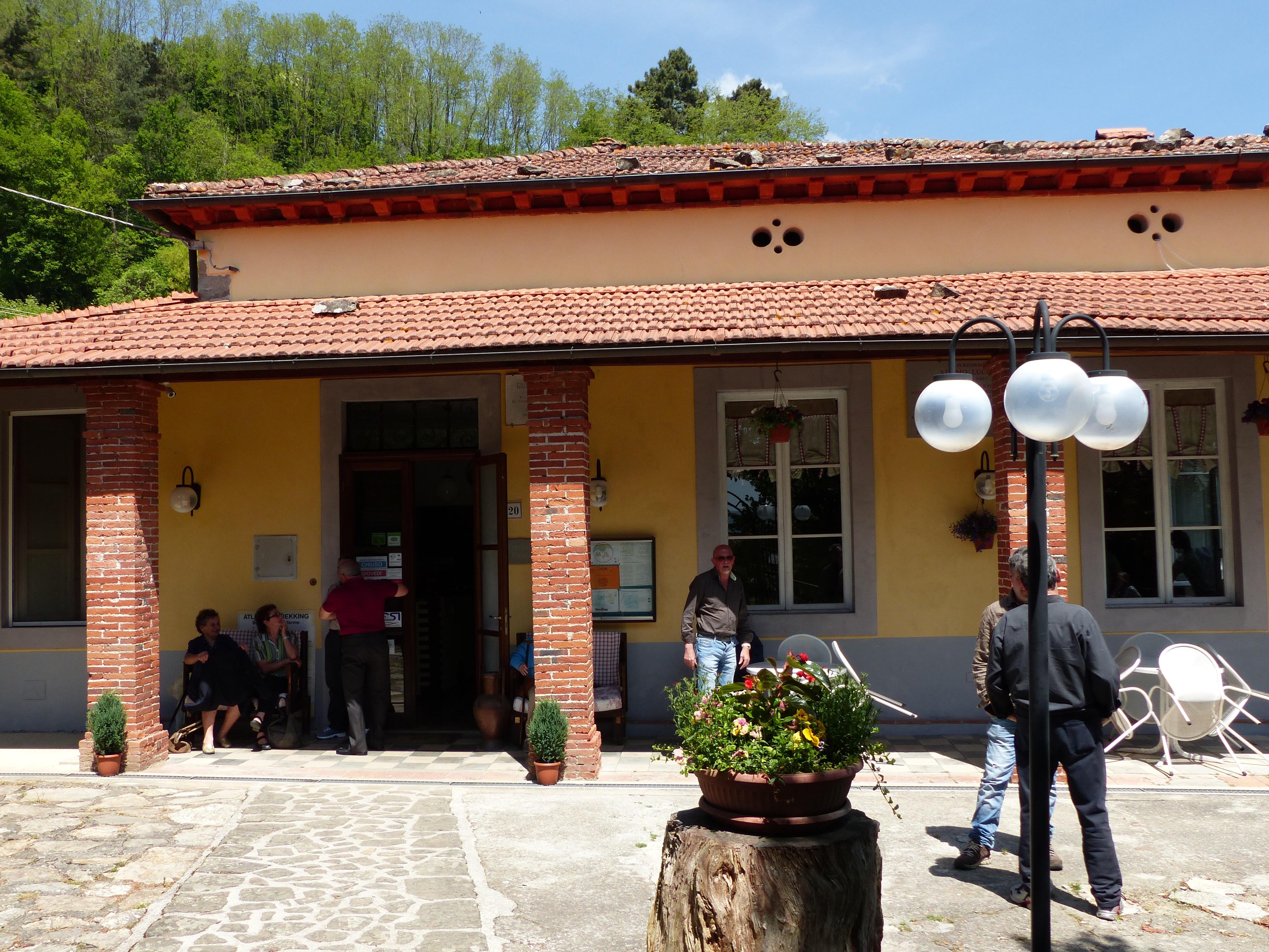 Lunch and a spring walk from Rifugio Fiori | Bella Bagni di Lucca