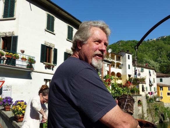 planting geraniums on Ponte a Serraglio