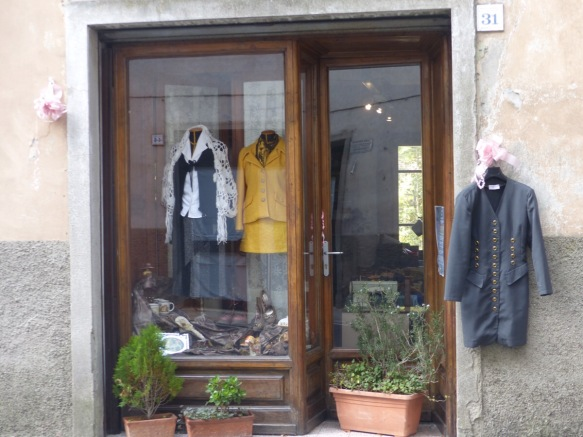 Charity shop Ponte a Serraglio